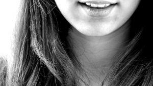 女性の顎関節症